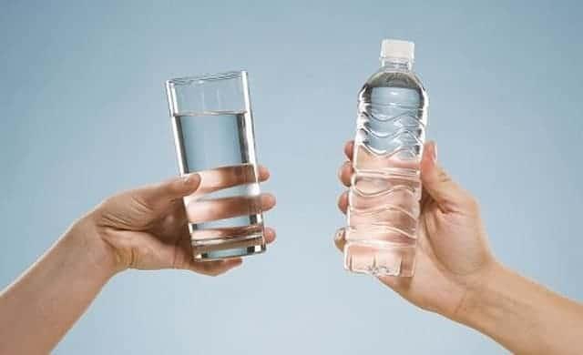 Nước đóng chai hay nước máy